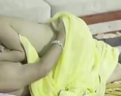 Indian desi mummy big boobs saree bhabhi horny unsatisfied wife nude fucked xxx indian web series feneo movies ullu