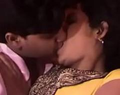 Hawt indian aunty kissing with boyfriend