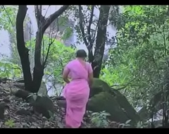 desimasala.co - Hawt bathing scene of beautiful aunty sexy backless and friend boobs show.MP4