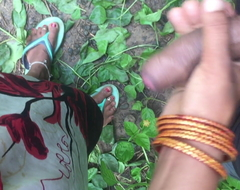 Desi skirt handjob concerning jungle