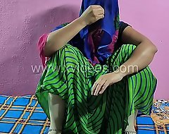 Indian Desi bhabhi sex-toy down in the mouth sexy fingering skirt