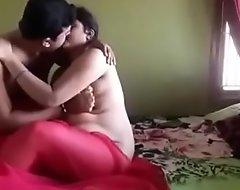 इंडियन भाभी पति से बात करते हुए अपने बॉयफ्रेंड से चुराई की9752163641 वोय कोल ना करें