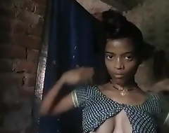 Village Bhabhi Wearing Cloths cry out for about Bthing