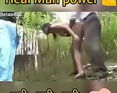 Indian Girl Open-air Splashing Leman !