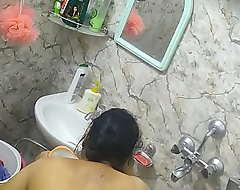 Desi Indian Aunty Bathing