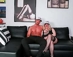 SCAMBISTI MATURI - (Desire Bellavita and Alejandro Herman) Gym Guy Attempts Anal Roughly A Sexy Plumper Cougar