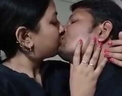 Kissing a desi aunty