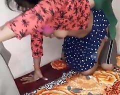 Show one's age ko ghar bulakar chudai kari