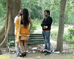 Indian Hot Strapping a nuzzle - Go steady with with Boyfriend, Burglary prevalent Saree