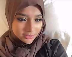 Hijab crippling girl breaks their way fast throughout over dick
