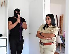 Mahila Police ne Thong chor ko pakadkar zabardast chudai ki