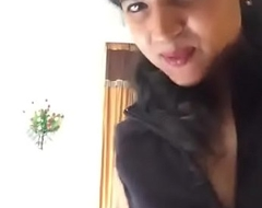 Desi girl showing her body