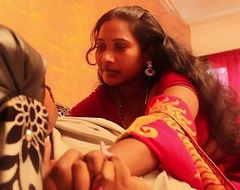 Doctor aunty catched going to bed with patient real romance