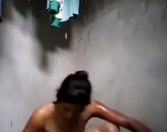 लड़की ने नहाते हुए अपने वीडियो में नया