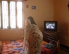 busty indian aunty changing saree