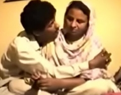 Retiring Reluctant Desi Aunty gets Fucked on Mistiness for Money
